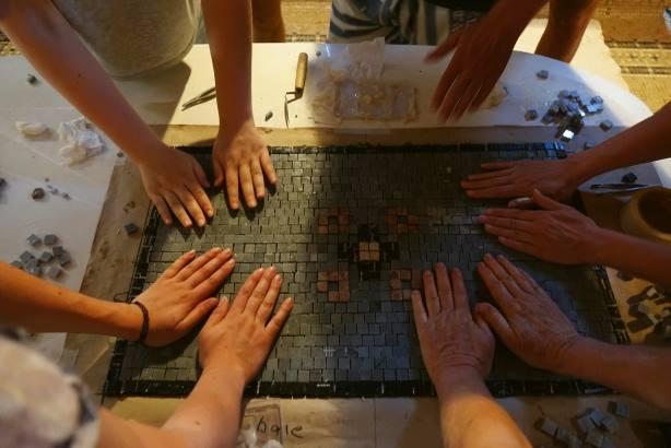 Atelier de restaurare a pardoselilor de mozaic la Conacul Neamțu din Olt, 2017