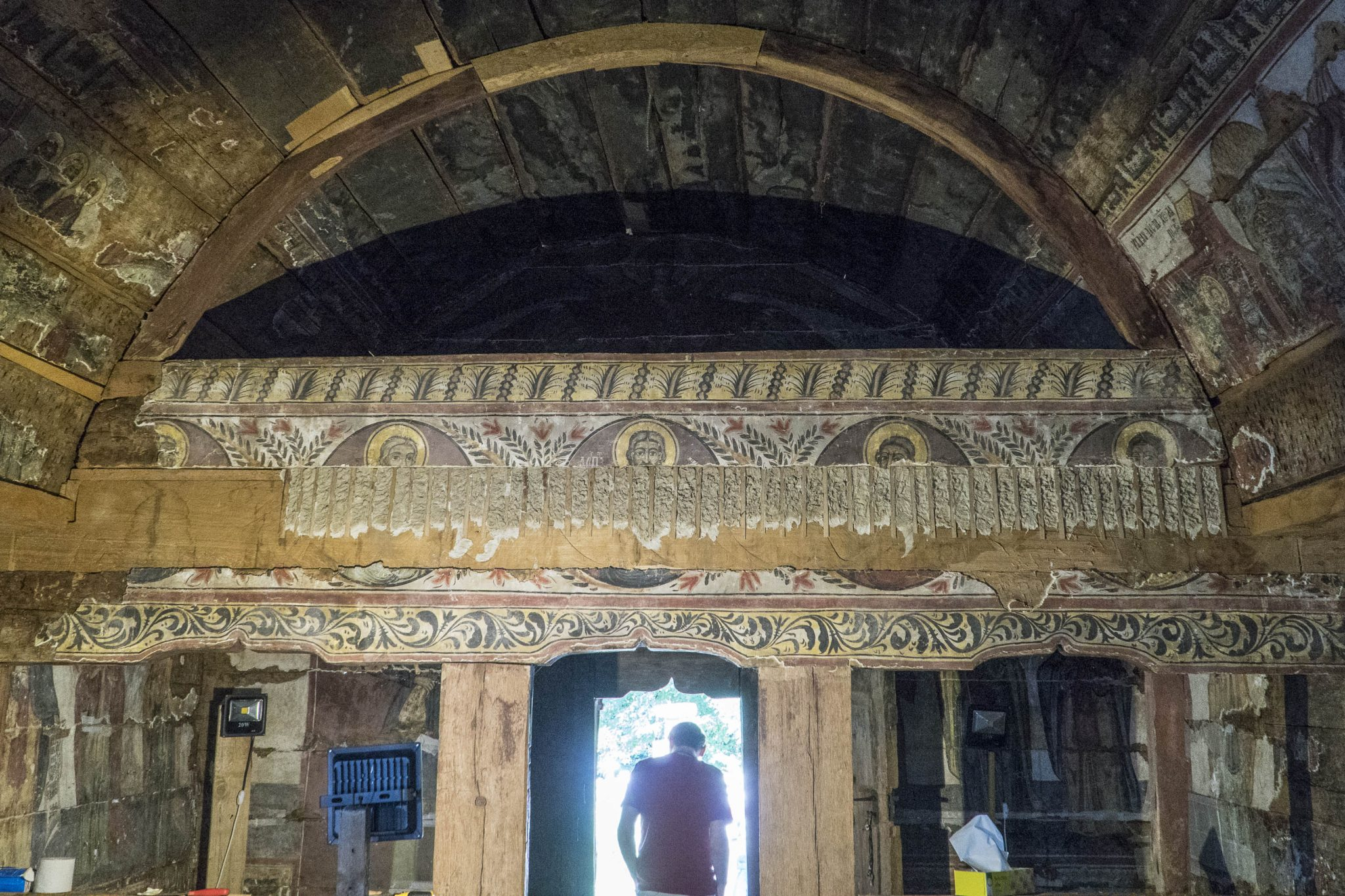 Reattachment of previously extracted frescos